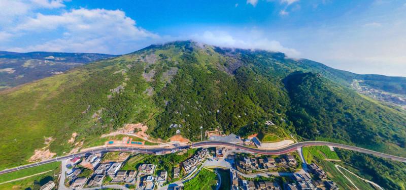 君山 北港村在君山风景名胜区内,背靠平潭最高峰君山的插云峰.