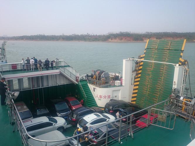 湛江徐闻的海安码头,是汽车轮渡港
