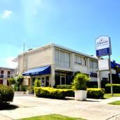 亞歷山大汽車旅館及公寓