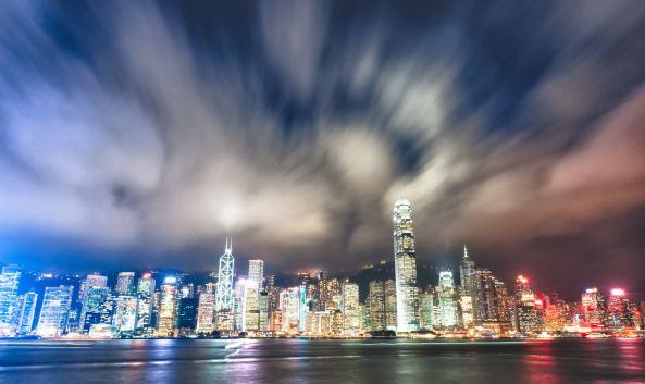 "<p class=""inset-p"">维多利亚港简称维港,地处香港岛(中环、湾仔)与九龙半岛(尖沙咀)之间,因无敌海景和夜景,成为游客来港必到之地。入夜后万家灯火,相互辉映,维港夜景因而与日本函馆和意大利那不勒斯并列""世界三大夜景""。</p><p class=""inset-p"">维多利亚港每晚8点上演的大型灯光汇演""幻彩咏香江""值得期待,40余栋大楼配合着充满节奏感的音乐,发出缤纷跃动的灯光令人目眩神迷。南岸香港岛有充满现代感的地标式高楼大厦——中银大厦、国金中心,香港会议展览中心,这些都是TVB电视剧的常客。北岸九龙则有星光大道、天星码头,这里也是观赏维港景致和""幻彩咏香江""的绝佳位置。香港太空馆和香港艺术馆等知名景点。若想更好的欣赏维港,可以参加维港海上游观光团,登上观光船或者中式帆船,置身海港中央,以全新角度感受香港的活力和动感,真正感受维港的美。</p><p class=""inset-p"">每逢元旦前夜和农历年初二晚上,维港都会举行盛大的烟花表演,两岸的高楼也会参与其中,将夜空装点的格外耀眼,近年更吸引数十万名香港及内地民众,聚集在维多利亚港两岸庆祝新年的来临。</p><p class=""inset-p""><br /></p>"